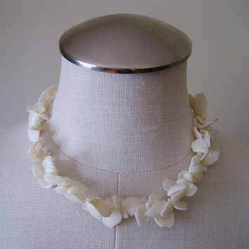 vintage Shell Necklace / Puka Shell Necklace / Shell Jewelry / 70s Necklace / Shell Choker / Boho Jewelry