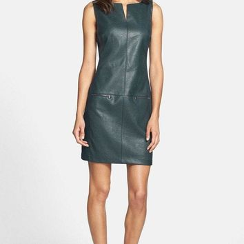 Donna Morgan - D2649M Textured Faux Leather Sheath Dress
