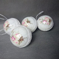 BLACKFRIDAYCYBERMONDAY Set of 4 white lace rose shabby romantic delicate christmas ornaments decoupage tree ornament home decor cozy cottage