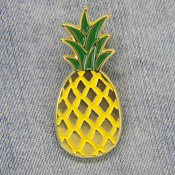 Pineapple Enamel Pin in Gold