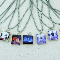 Once Upon A Time Scrabble Tile Necklace - S2 - snow white - evil queen - storybrooke - fairy tale - ouat - poison apple - prince charming