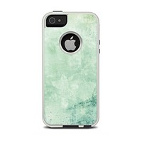 The Vintage Grungy Green Surface Apple iPhone 5-5s Otterbox Commuter Case Skin Set