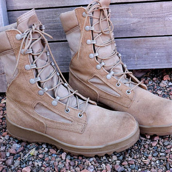 Desert combat boots / size 8.5 Mens / Belleville made in USA / Military hot weather boots