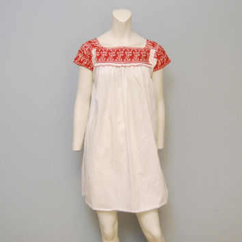 Vintage Oxacan Dress - White with Red Embroidery -Mexican Bohemian Peasant - Short Mini Dress - Size XS or S
