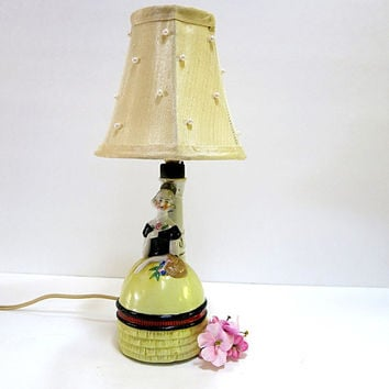 Porcelain Lady Lamp French.Boudoir 1940s Pull Chain Cottage Home Decor