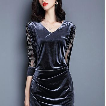 The fall of the New Vintage velvet mosaic V collar in the long closed pocket hip dress