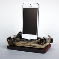 iPhone 5 Antlers and Wood Vintagelook Charging by UncommonAndNice