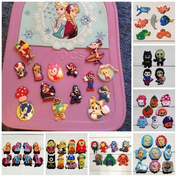 4-8pcs/set Elsa Anna/Toy Story/Minions/Tinker Bell PVC Shoe Charms Fit Croc Shoes&Wristbands For Kids Favor Furniture Accessorie
