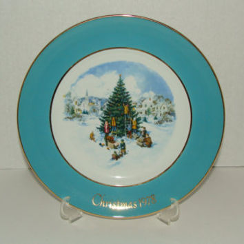 Enoch Wedgwood Avon Collectible Christmas Plate 1978 Trimming the Christmas Tree Vintage Wall Decor