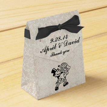 Bride & Groom on Ivory Lace Wedding Tent Favor Box