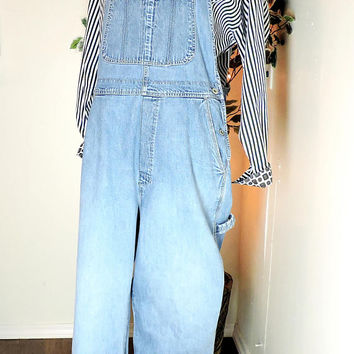 Gap Overalls / size M - L / 12 - 14 / 90s Gap light wash bib overalls / denim bib over all jeans