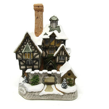 Scrogges Family Home Dickens Christmas Christmas Collection David Winter Cottages 1994 Sculpture