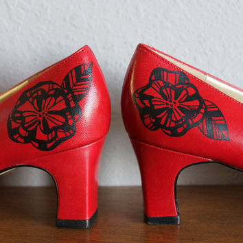 VINTAGE red HEELS with hand painted flowers by roundtrip on Etsy