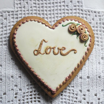 "Heart Biscuit ""Love"" In Cream"