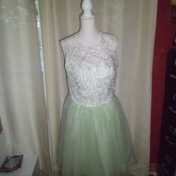WOMAN'S ERIC DRESS FORMAL DRESS  SIZE 14/16;MINTGREEN;WHITE LACE COVER;ZIPPERED