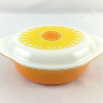 Retro Daisy Pyrex Casserole Dish with Milk Glass Lid 1.5 Quart Baking Dish Mid Century Yellow & Orange Daisy Pyrex Ovenware