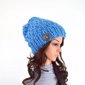 Chunky Knit Slouchy Hat Beanie Toque with One Natural Coconut Shell Button // The Laurel // in Sky Blue
