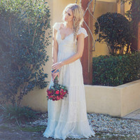 Antique vintage style Cream lace wedding dress lace up back absolutely beautiful