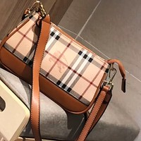 Burberry Simple Square Bag Plaid Envelope Bag Shoulder Crossbody Bag