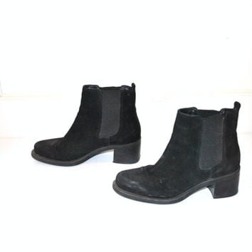 size 7 hipster platform chelsea boots / black suede chunky ankle booties