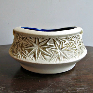 McCoy Starburst Planter - Unglazed on Outside - Mid Century Vintage 1968