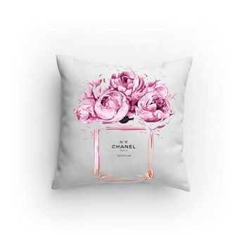 No5 illustration Decorative Pillows