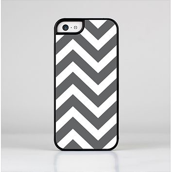 The Sharp Gray & White Chevron Pattern Skin-Sert Case for the Apple iPhone 5c