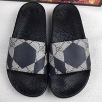 GUCCI Men and women couples print word sandals Slipper Shoes hexagon  geometry