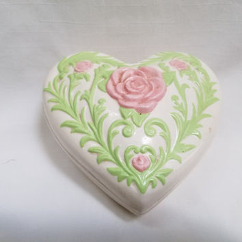 Heart Shaped Covered Trinket Box (812)