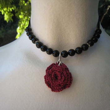 Gothic victorian style necklace black and red rose choker crochet lace silver pendant beads coton satin ribbon