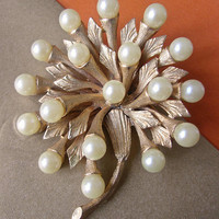 HAR Faux Pearl Floral Brooch, Textured Gold Tone, Radiating Flower, Signed Vintage