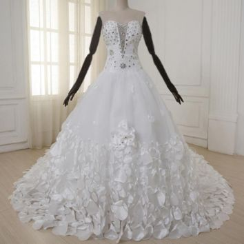 Luxury Wedding Dress with Hand Made Flower Petals Sweetheart Beads Crystal Royal Train Tulle Wedding Gowns
