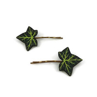 Set of 2 green ivy leaves bobby pins, nature fancy hair pins, painted plastic hair clips (recycled CD), woodland bridal hair accessory
