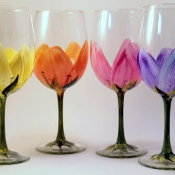 Hand Painted  Wine Glasses Floral , set of 4 Mothers Day Gifts  Bridal Shower Favors, Wedding Gifts       Free shipping