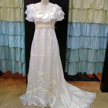 1960s Cream Wedding Dress High Waist Floral Embroidered Lace with Long Train Roses XS/S