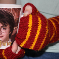 Harry Potter style fingerless gloves. Gryffindor house colours. Arm warmers.