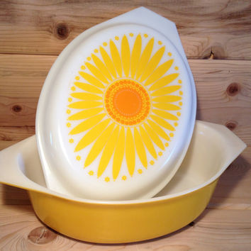 Large Vintage Pyrex Daisy Oval Casserole Dish with lid # 045 Sunflower
