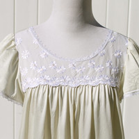 Vintage 60s Shadowline Pale Yellow CitronTrapeze Night Gown with Daisy Details