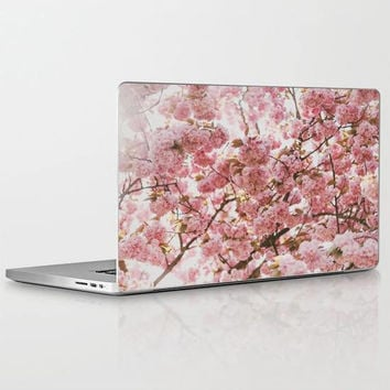 Blush Pink Flowers Laptop Decal, Light Pink Floral Print Vinyl Laptop Decal, Elegant Pink Apple Macbook Air, Macbook Pro Retina, Macbook Pro