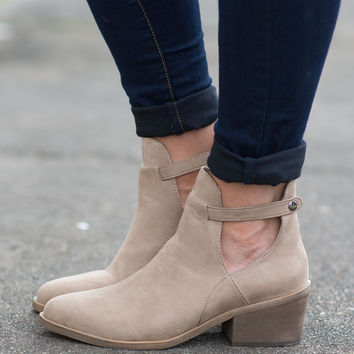 Sweetheart Suede Boot - Natural