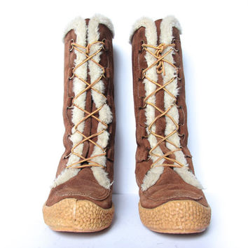 Vintage 60s Drifters Winter Boot - Brown Suede - Lace up Snow Boots- Size 10 US Women - Made in Canada - Faux Sherpa Lining -