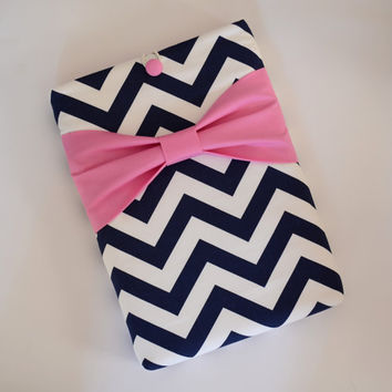 "Macbook Pro 13 Sleeve MAC Macbook 13"" inch Laptop Computer Case Cover Navy & White Chevron with Pink Bow"