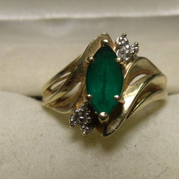 Vintage 10K Yellow Gold Emerald Ring in a size 7.25