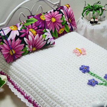 Garden Dollhouse Bedspread Miniature Scale Little White Magenta Blanket Matching Pink Floral Decorator Pillows Bed Linens Fantasy Whimsical