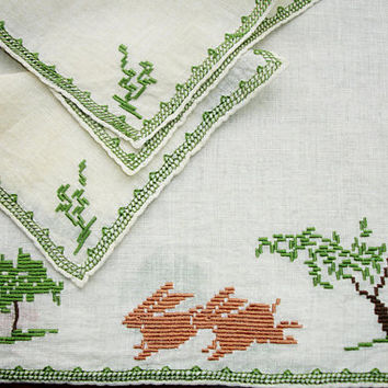 Placemats with napkins, set of 2, Embroidered, Cross Stitched, LInen Placemat and Napkin Set, Bunnies, Hand embroidery, Vintage 1940s