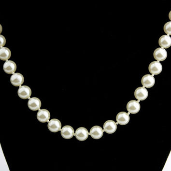 Vintage Faux Pearl White Beaded Necklace