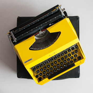 Vintage Manual Typewriter, Bright Yellow Typewriter, Privileg Mercedes, Working Typewriter, Office Home Decor, Studio Decor, QWERTZ Keyboard