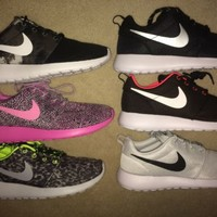 Nike Roshe Run Print Women's Runinng Shoe 511882 (1-Pair) Run Free Training NEW