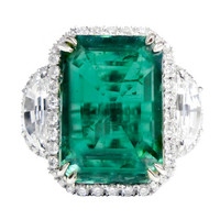 Exquisite Natural Green Emerald and Diamond Ring