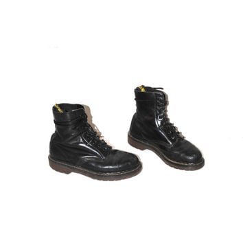 Doc Marten combat boots 90s grunge Dr marten boots black leather lace up doc martens size 6.5